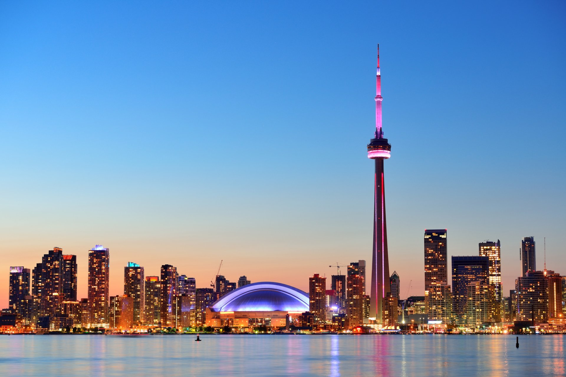 10 Things to Do In Toronto www.torontoairportslimousine.com
